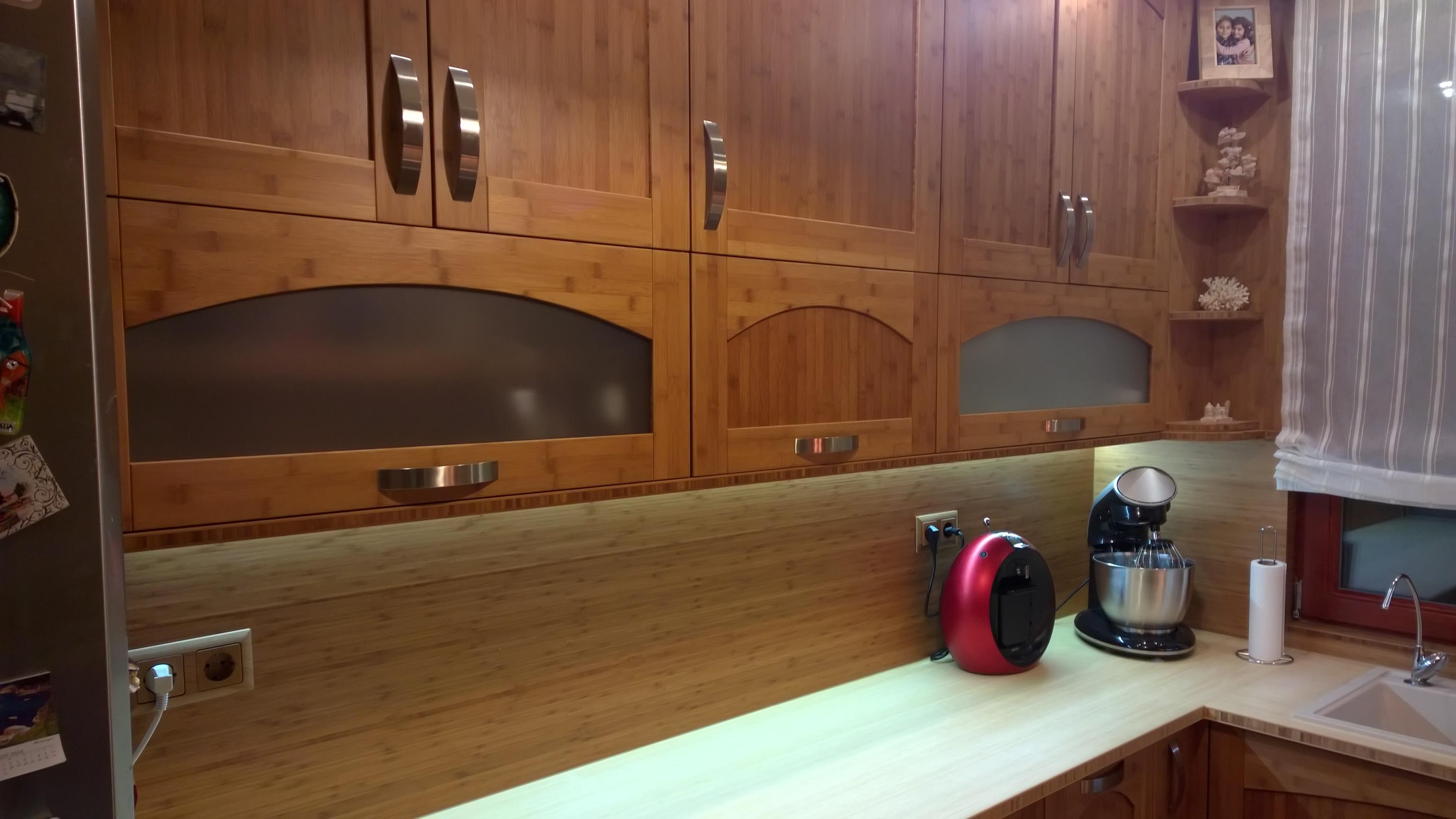 Bambusz konyhabútor, hordóíves front / natúr munkalap